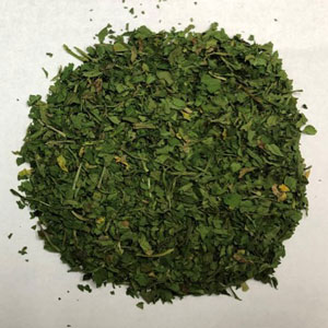 Dehydrated parsley flake after undergoing IRD treatment process