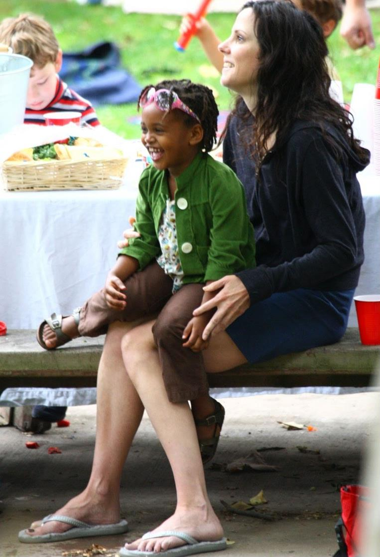 MARY LOUISE PARKER AND DAUGHTER HAVE A FEW LAUGHS