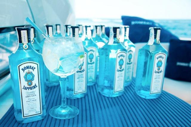 azul costa brava Ginebra-Bombay-Sapphire-05