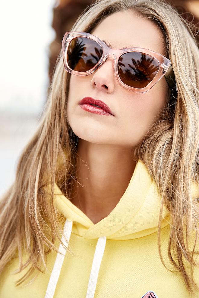 Sudadera y gafas de sol WILDWE CLOTHING