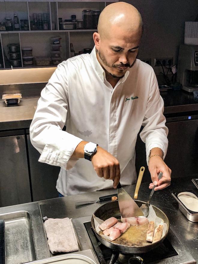 chef spoonik cocinando