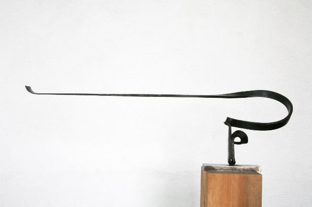 Chirino, Martín -Homenaje serie Marinetti XIII, 2010, Hierro forjado pavonado, 31 x 99 x 17 cm Alfredo Delgado