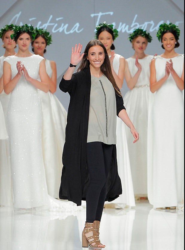 © Cristina Tamborero. La diseñadora saluda al final de su desfile en la pasada edición de la BBFW 16.