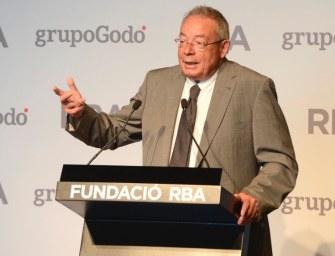 Javier Varela recoge el XVI Premio Gaziel de Biografías y Memorias en la gala celebrada en la Fundació RBA