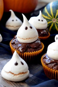 Meringue Ghost Cupcakes for Halloween