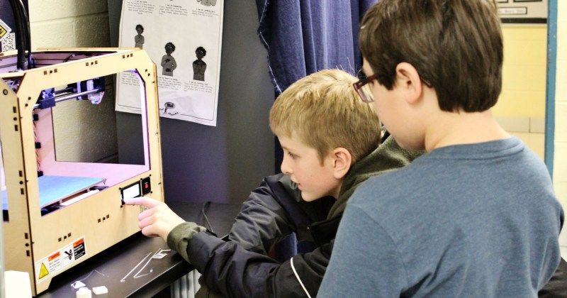 Schreyer introduces elementary school kids to 3D printing