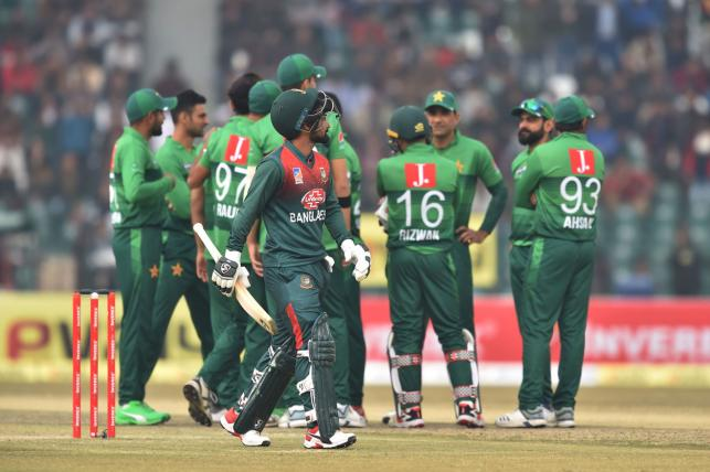 Pakistan cricketers celebrate the Leg before wicket (lbw) of Bangladesh batsman Liton Kumar Das (C) as he walks back to pavilion during the second T20 international cricket match of a three-match series between Pakistan and Bangladesh, at Gaddafi Cricket Stadium in Lahore on 25 January,  2020. Photo: AFP