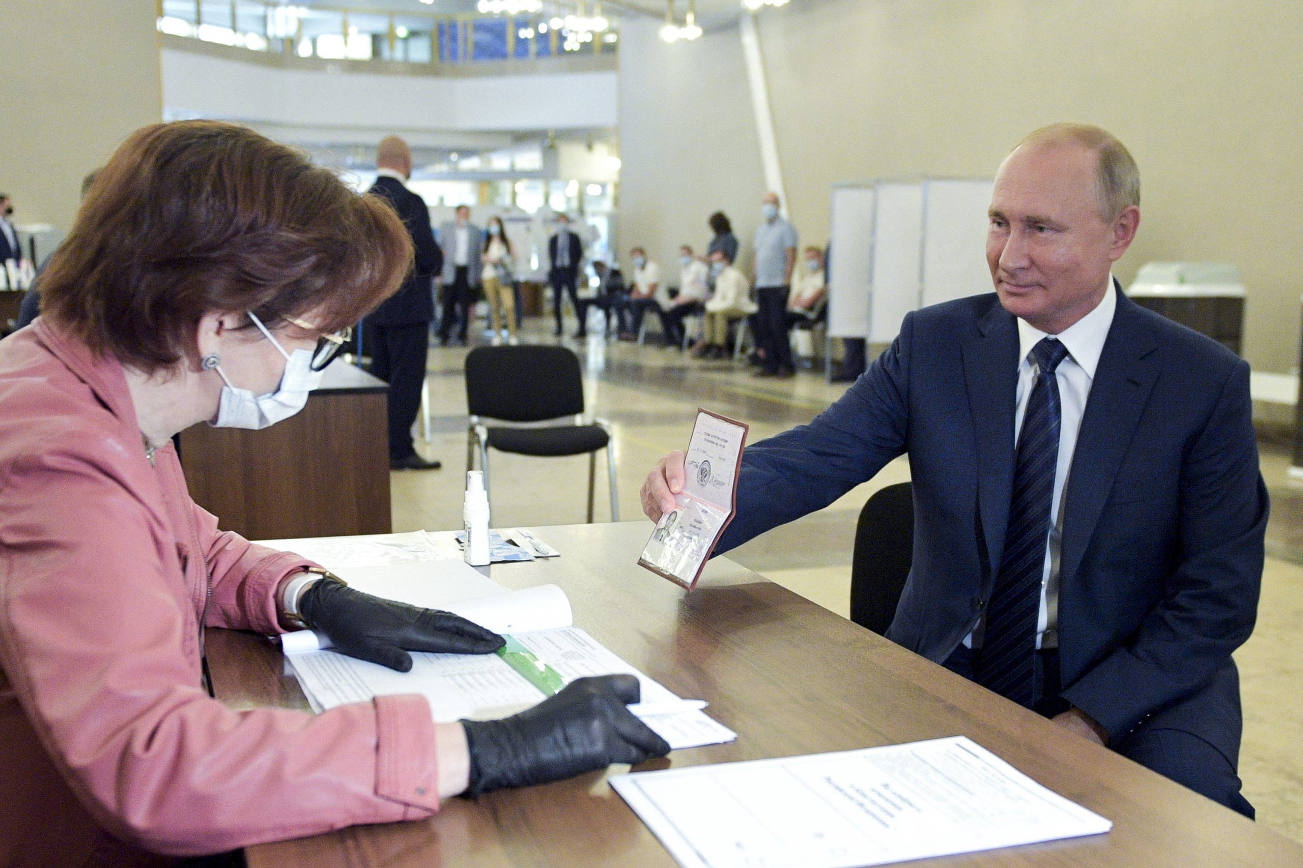 Russian voters agree to let Putin hold power...