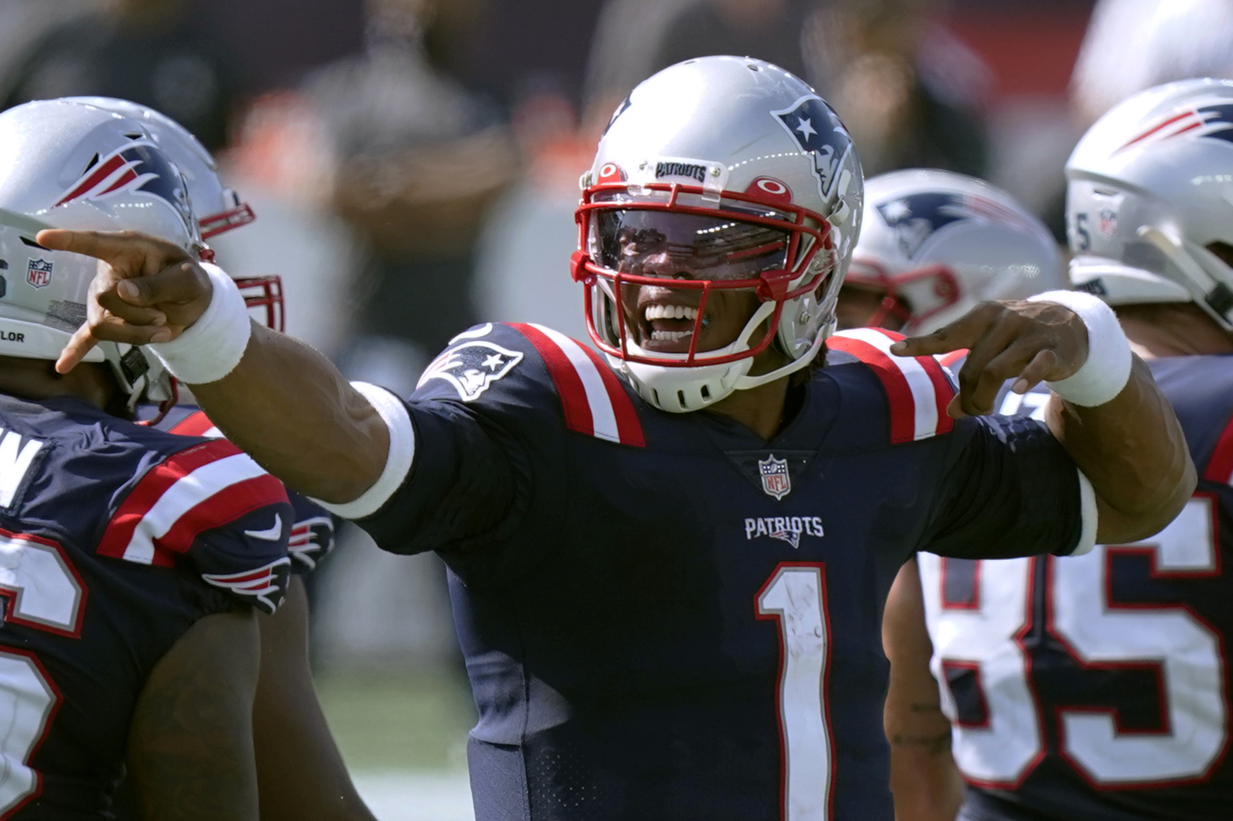 QB Cam Newton Re-signs to New England Patriots on 1-year deal