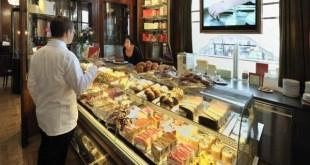 Süti elvitelre és ingyenes koronavírus-teszt egy bécsi kávézóban