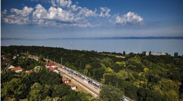 Vasárnaponként újabb emeletes vonat áll forgalomba a Balaton déli partján