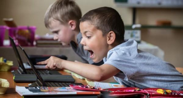 Pedagógusok figyelem! Újra elindul a HiperSuli digitális tananyag-fejlesztő pályázata