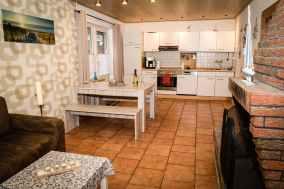 Küche mit Einbauherd und vielem mehr