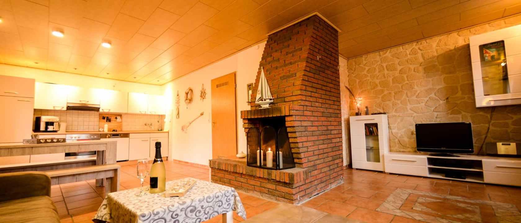 Wohnzimmer mit Kamin BDSM Ferienhaus