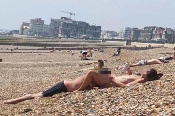 Της έκανε στοματικό σε γεμάτη παραλία μέρα μεσημέρι! (Photo) - SEX