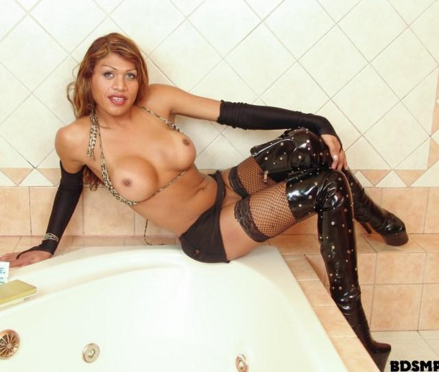 Whiteghetto Com Shemale Street Hookers 02 Scene Melanie D 2014 Latina