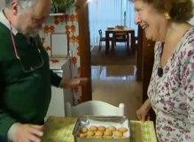 Luisa prepara i biscotti a Luigi