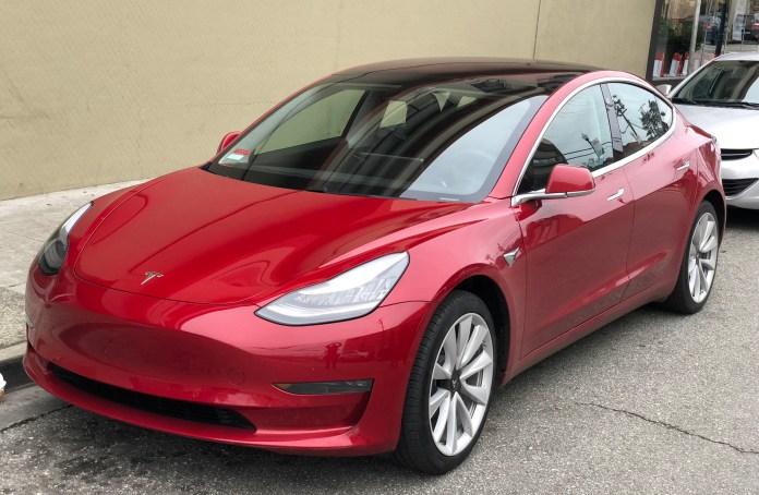 Tesla_Model_3_parked,_front_driver_side