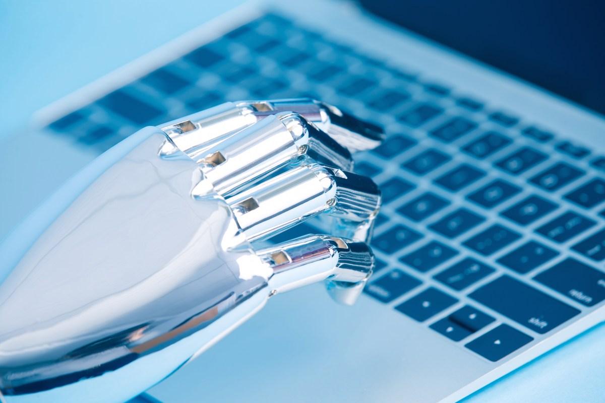 Social artificial intelligence: intuitive or intrusive?