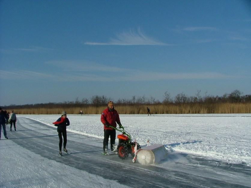 11 februari 2012. We hadden de winter al bijna afgeschreven in 2012, maar in februari kregen we een prachtige vorstperiode. Ik heb samen met mijn dochter Margré een mooie schaatstocht kunnen rijden op de Ankeveense Plassen vlakbij mijn geboorteplaats Hilversum.