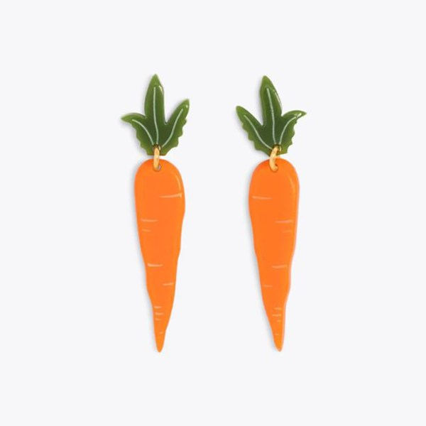 Drop earrings that look like carrots