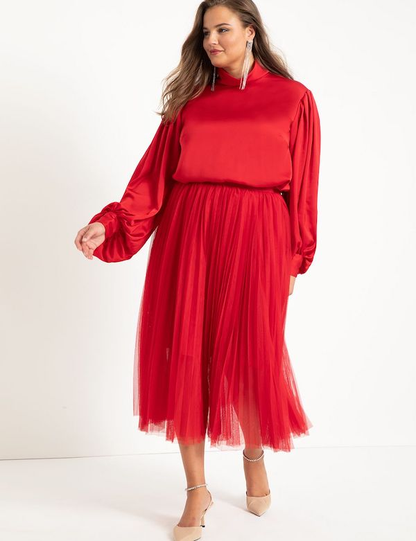 A model wearing a plus-size red tulle skirt.