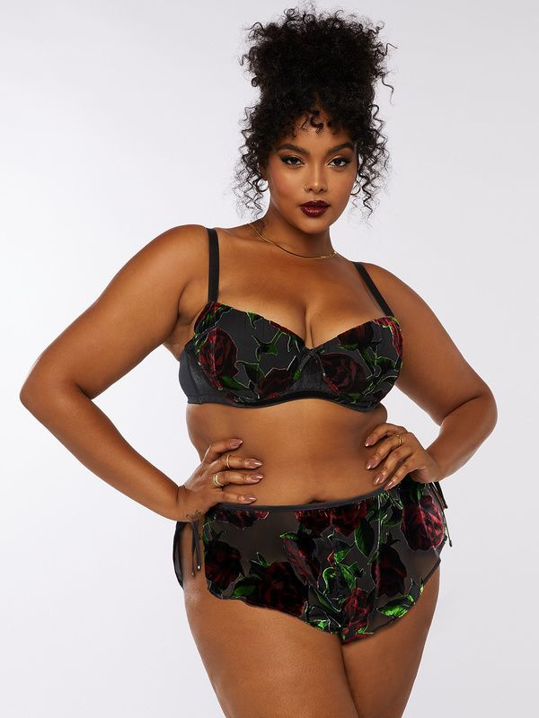 A model wearing plus-size black velvet lingerie.