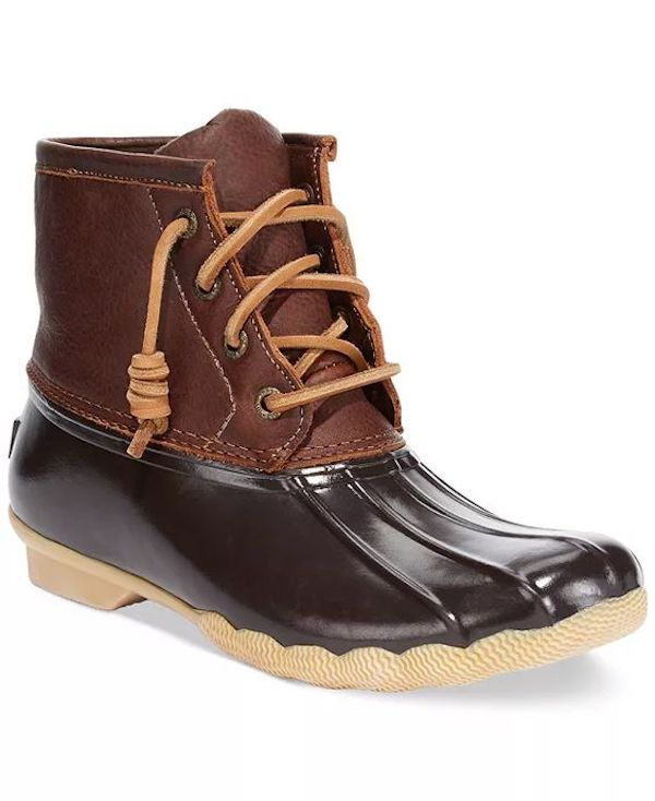 Wide-fit snow boots in brown and black.