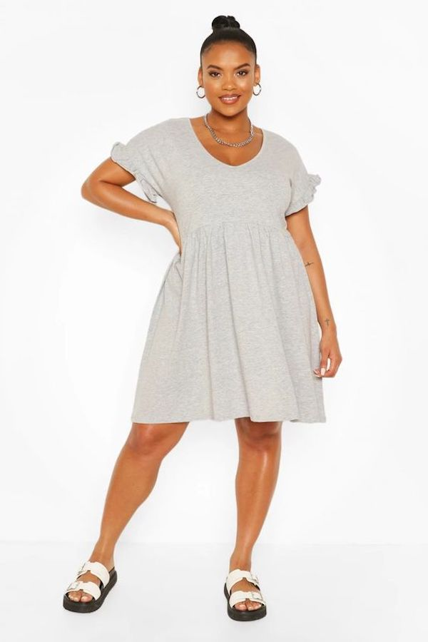 A model wearing a plus-size smock dress in gray.