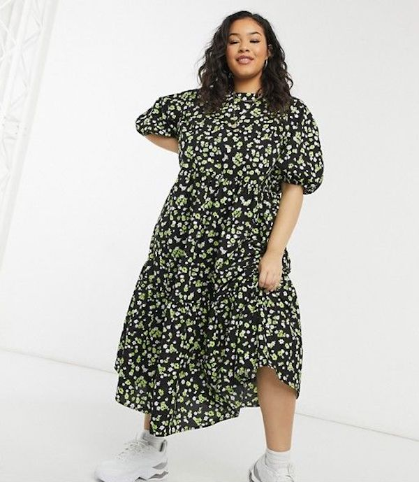 A model wearing a plus-size smock dress in floral print.