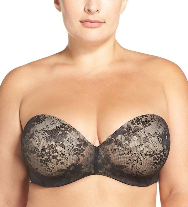 A model wearing a plus-size strapless bra in black lace.