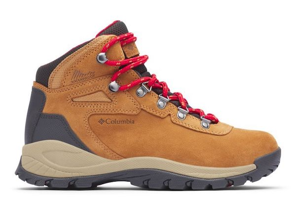 Wide-fit hiking boot in brown.