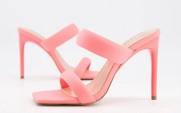 Wide-fit heeled sandals in pink.