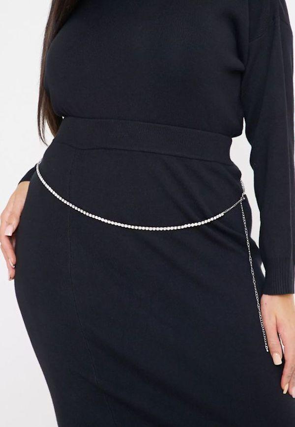 A model wearing a plus-size chain belt.