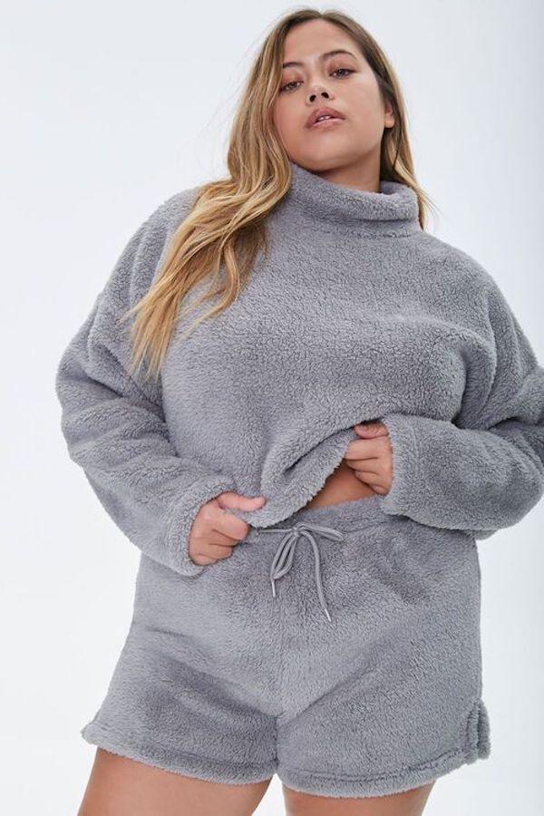 A model wearing a plus-size fuzzy lounge set.