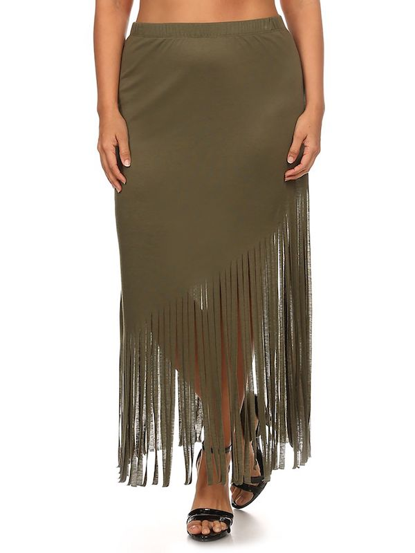 A model wearing a plus-size fringe skirt.