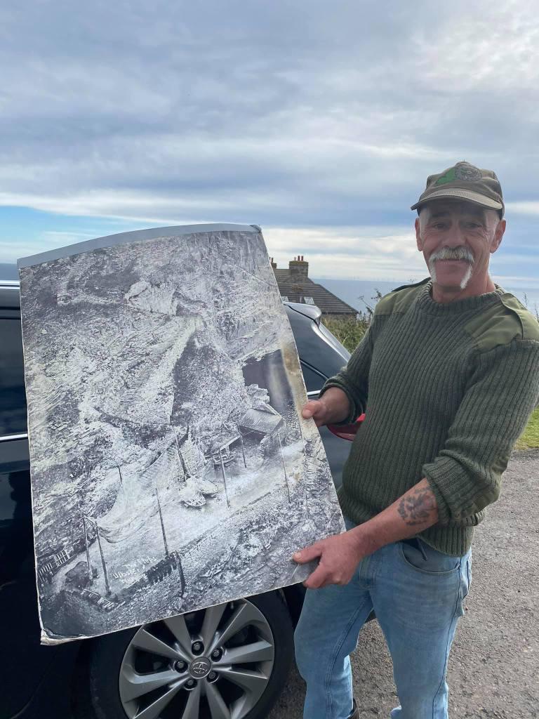 Photo of David holding an old photo of Whalligoe Steps