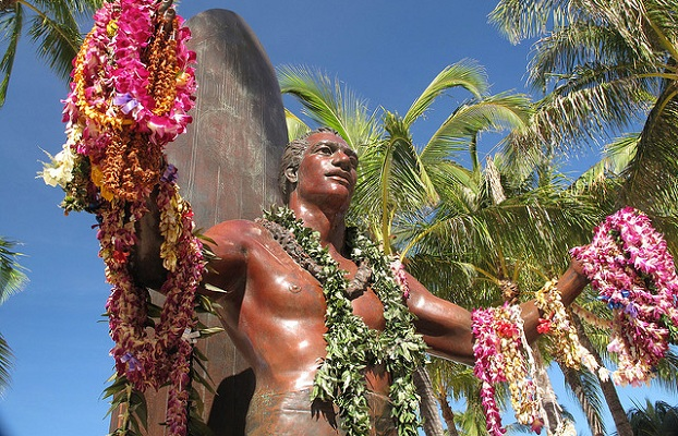 Duke-Kahanamoku-statue-hawaii-surf-spots