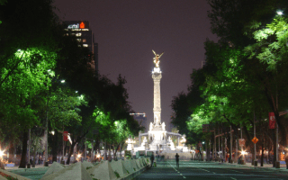 reforma at night