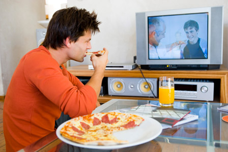 eating-and-watching-tv