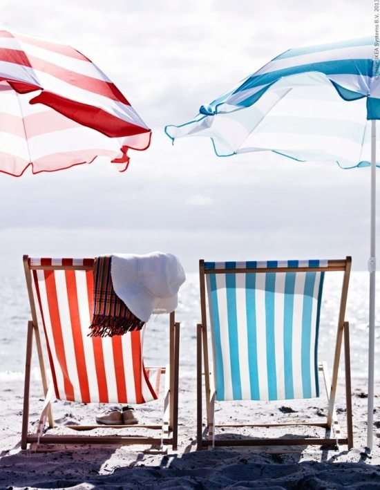 european style folding beach sling chairs beach bliss living decorating and lifestyle blog. Black Bedroom Furniture Sets. Home Design Ideas