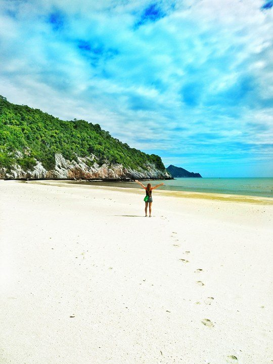 solo female travel picture on Thailand beach