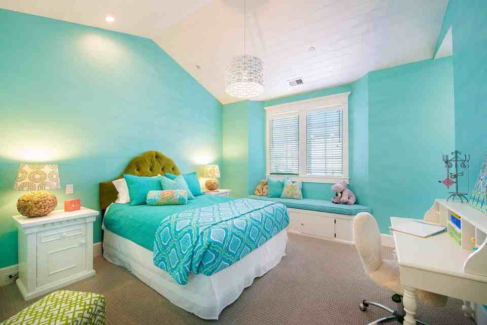 Beach House Bedroom Design Ideas - Bright Teal Wall Color With White Furniture and Teal Blue Bedding