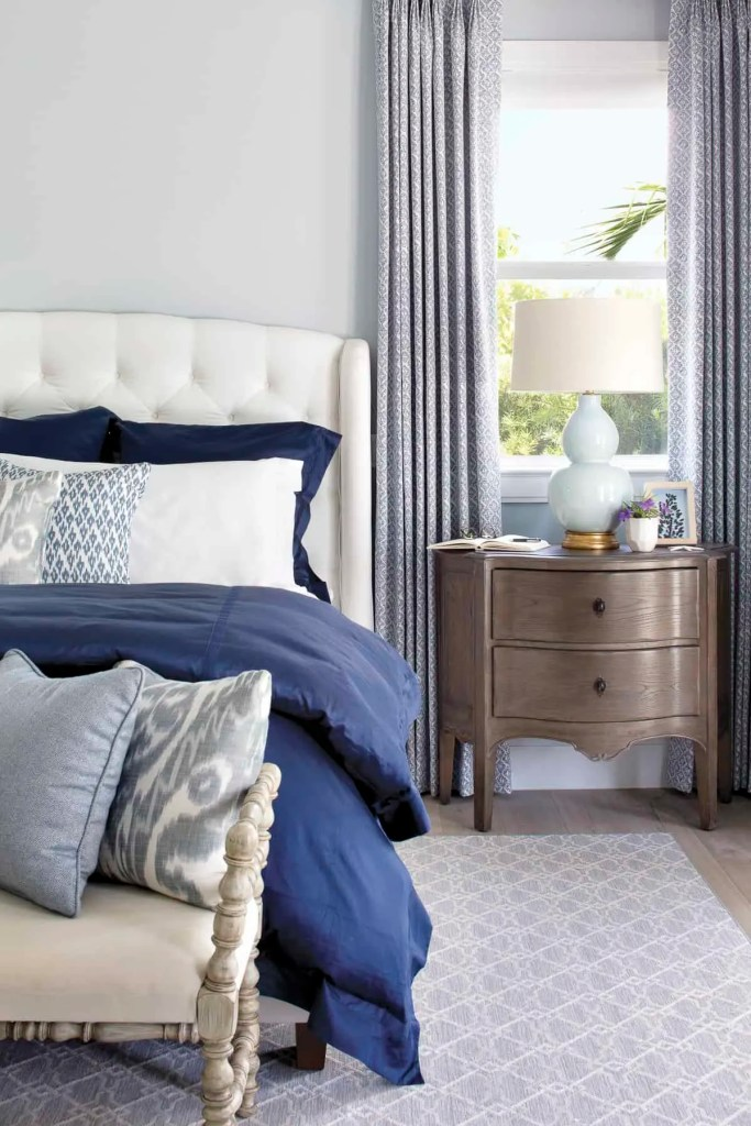 Casual Coastal Bedroom Navy Bedding - Coastal Calm Home Design With Amazing Relaxed Beach Décor Ideas