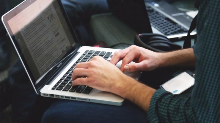 20151123174032-apple-macbook-pro-laptop-internet-typing-technology-coding-programmer-remote-worker-coder-screen-coding
