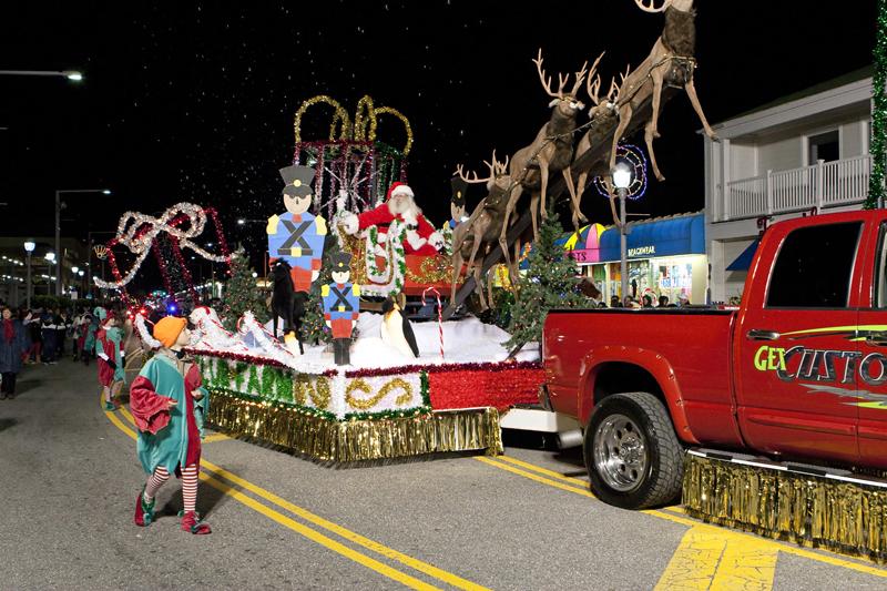 virginia beach holiday parade