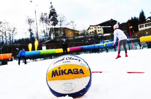 snow volleyball 11