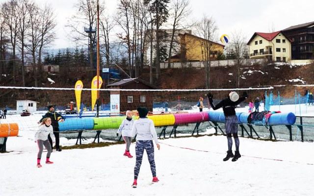 snow volleyball 16