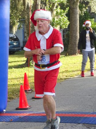 <p><p><strong>SANTA TO THE FINISH</strong>— Despite the demands of his Christmas responsibilities, even Santa took time Dec. 24 for the Lake Helen race. According to the race-results, Chuck McLaughlin placed 279th overall.</p></p><p>BEACON PHOTO/MARSHA MCLAUGHLIN</p>
