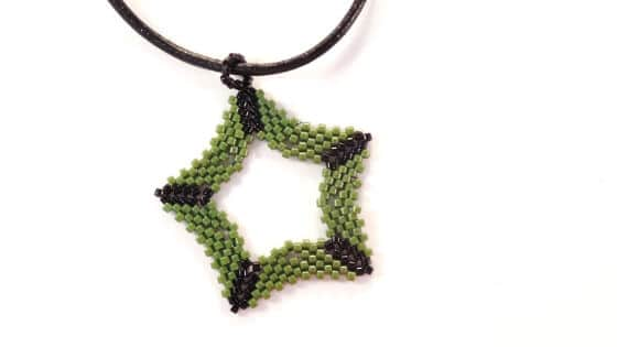 Make this seed bead star pattern from The Bead Club Lounge for Christmas.